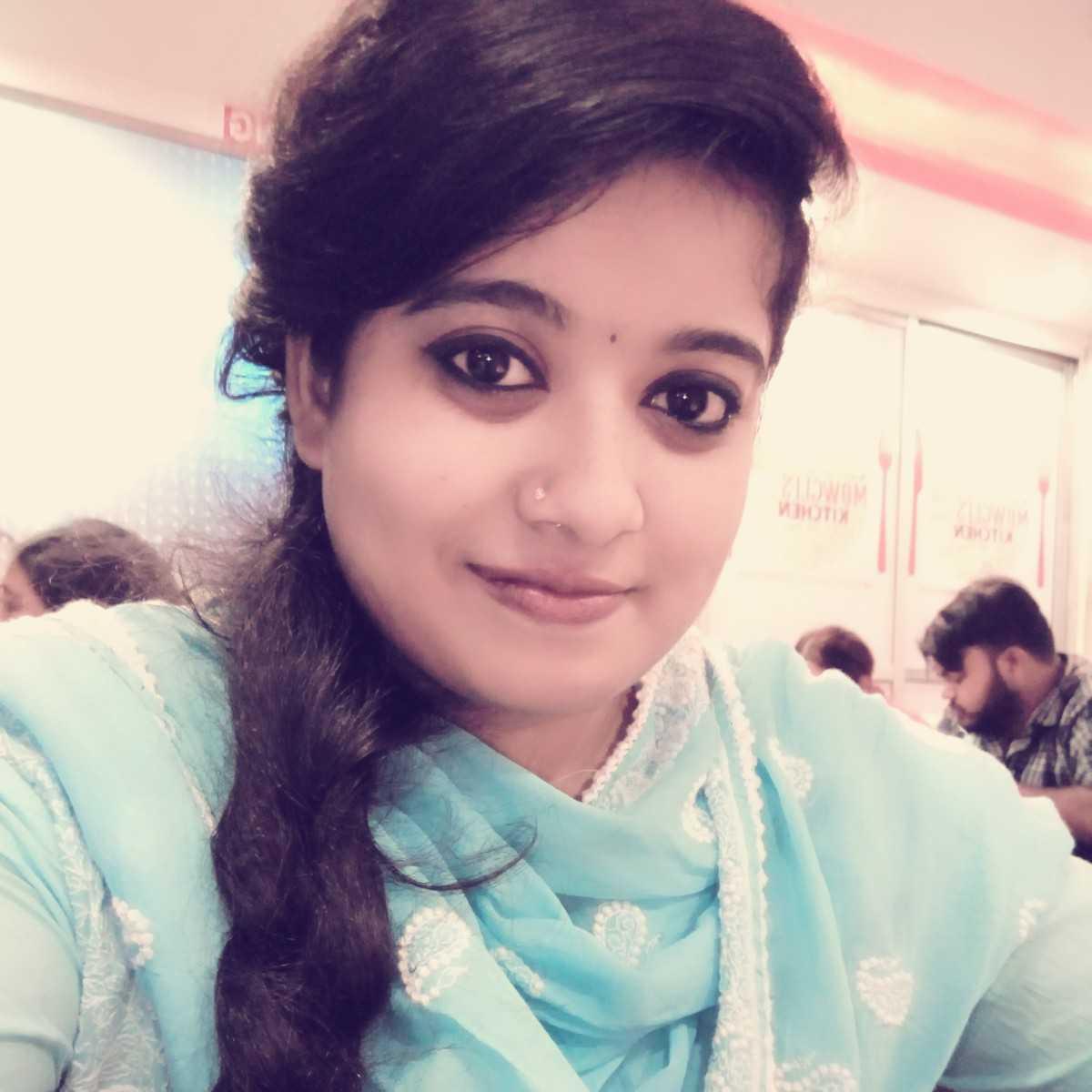 Anjali Dasgupta kya kahu khud ke bare me🙊 bas itni si baat hai likhna hi meri pehchan hai... ☺