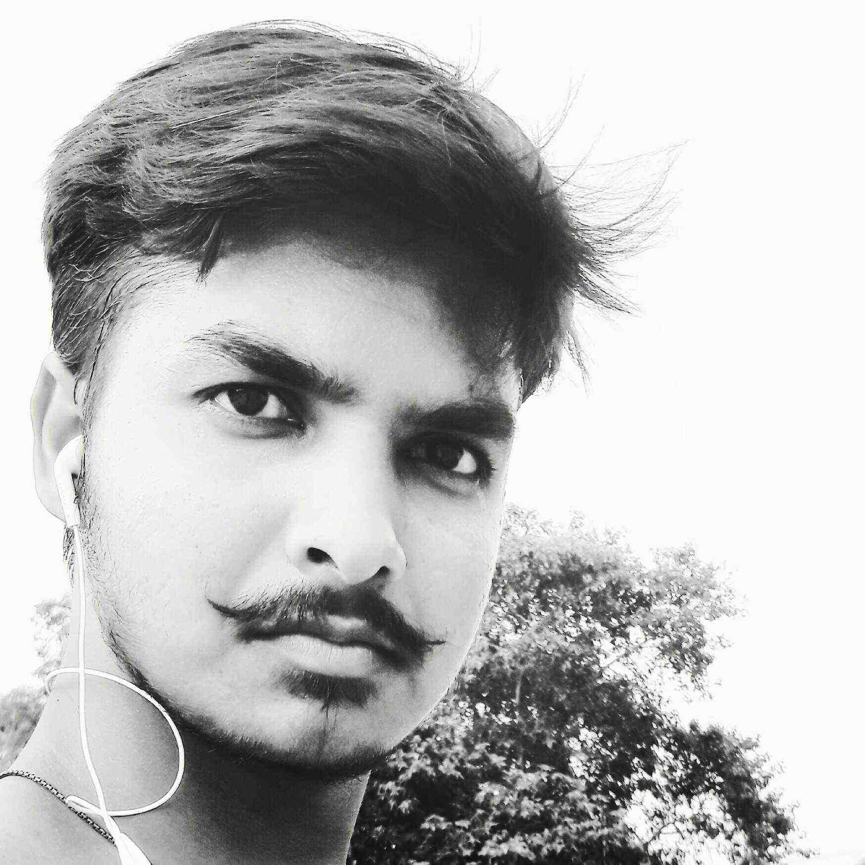 manish kumar like to write romantic poems