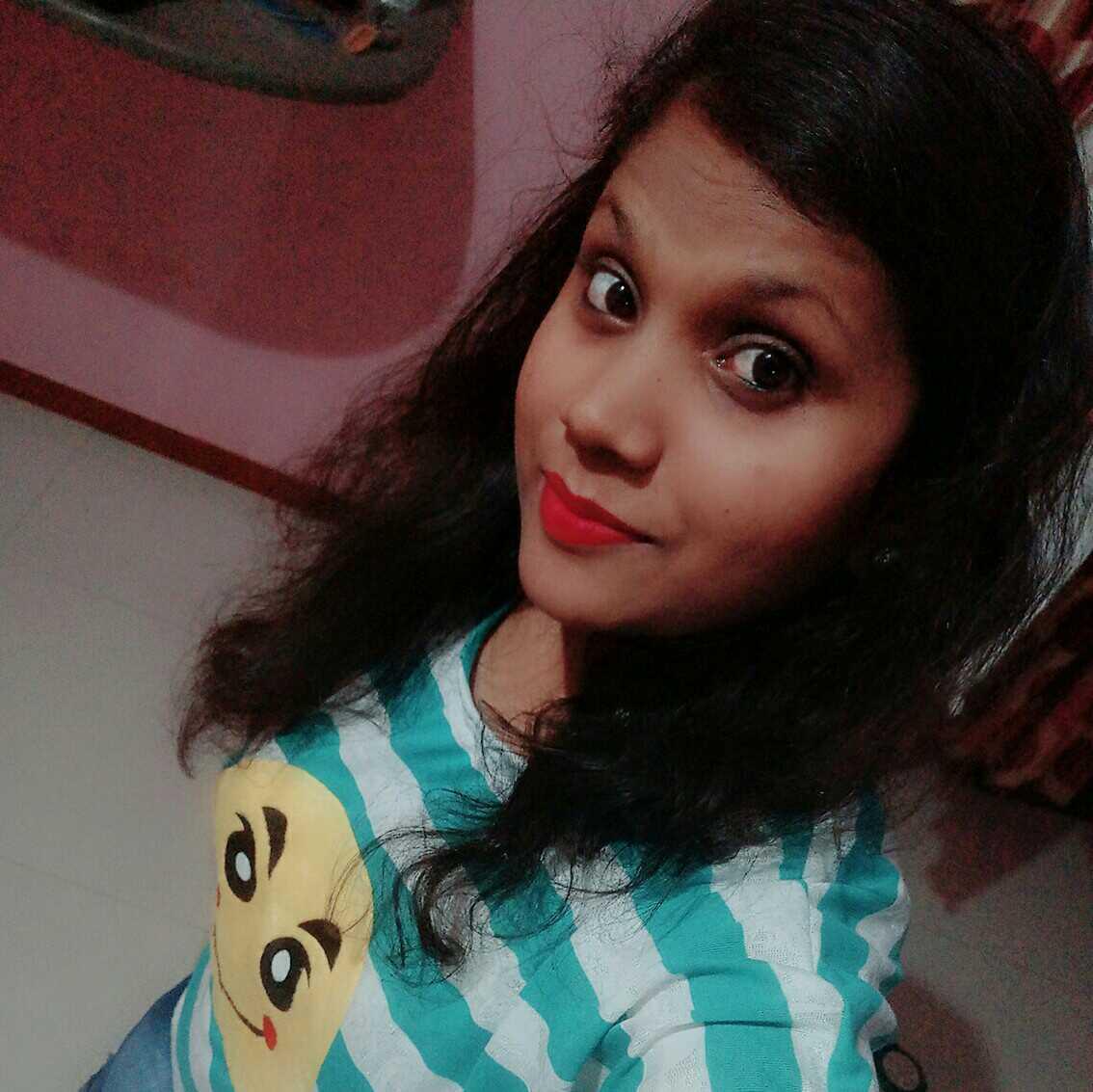 Seema Singh koi khel gaya zajbato se apna banakar ,  ke todkar rakh gaya dil kisi gair ka bata kar