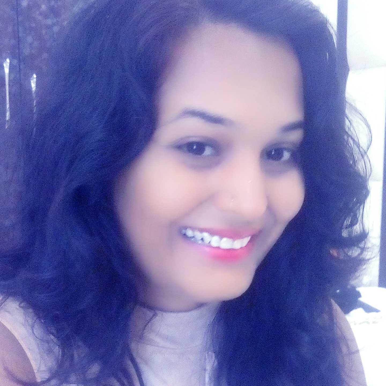 Asha Rokade (avni) zindgi bht khusbsurat hai ise pyar wyar m ulajh k barbad na kare😉