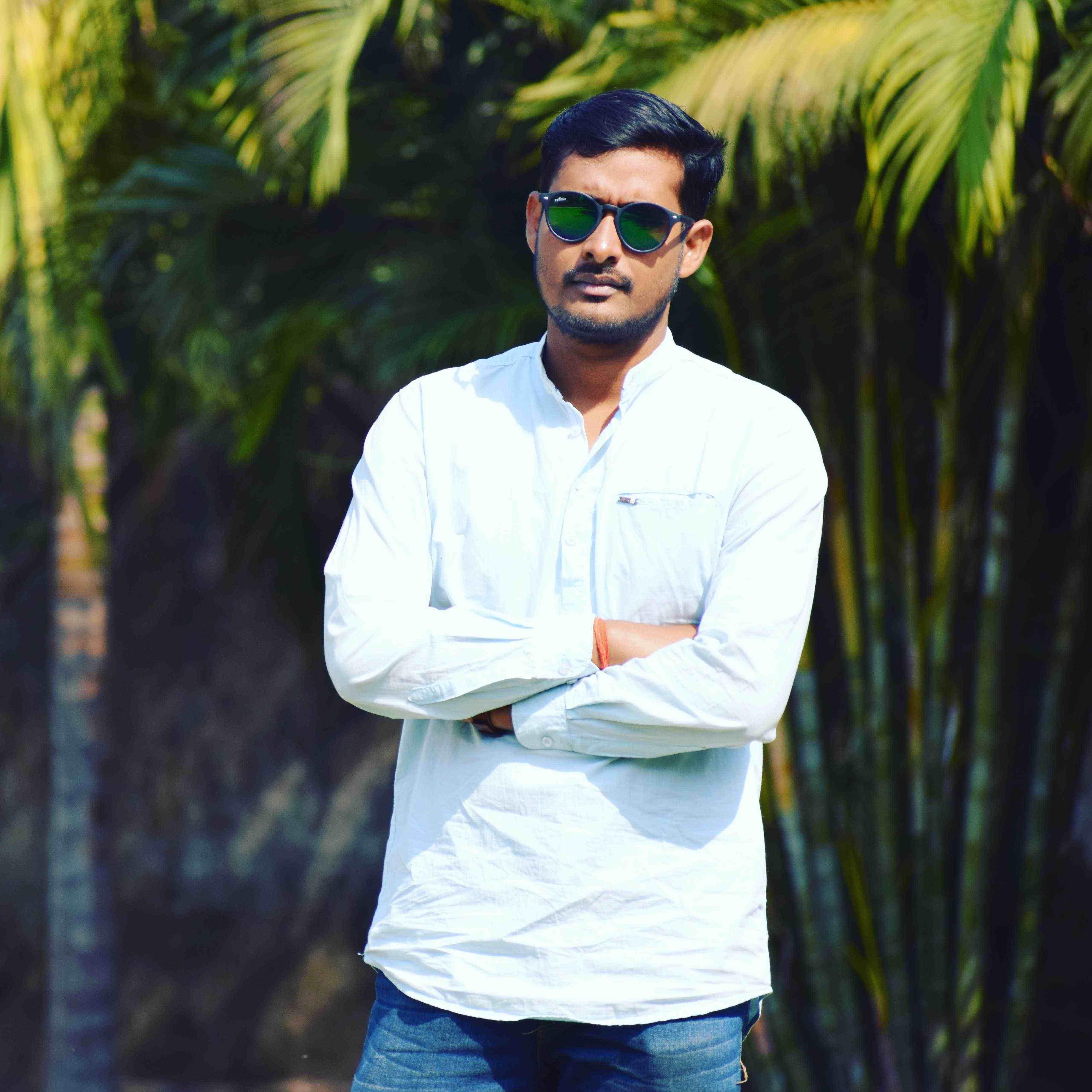 Larence Pradhan Unemployed Engineer cum poet  कलम का प्रेमी हूँ... कलम से प्रेमी हूँ