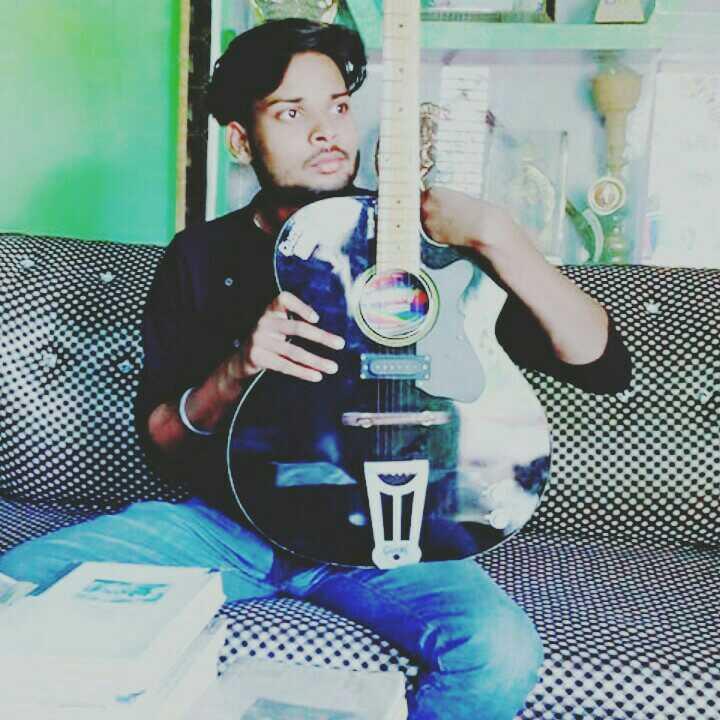 Akshay Chauhan सुकून🤗 मिलता है 🅰नकहे 🅰ल्फाज़ों को लिख🖎 कर दिल💝 की बात भी कह लेते और आवाज़🔊 भी नहीं होती👤