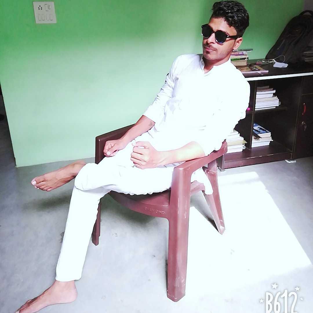 Yatendra Singh I'm a bod boy with positive attitude....😊