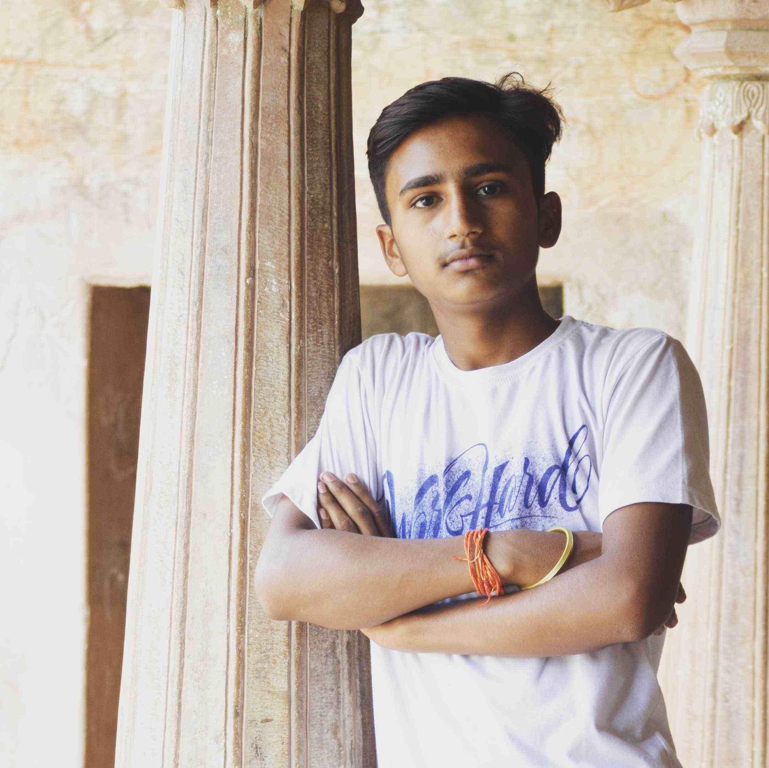 Rahul Gupta कल्पनाओ मे जाकर कल्पनाये करने वाला क्षणजीवी चिरयात्री ओर असभ्य बच्चा