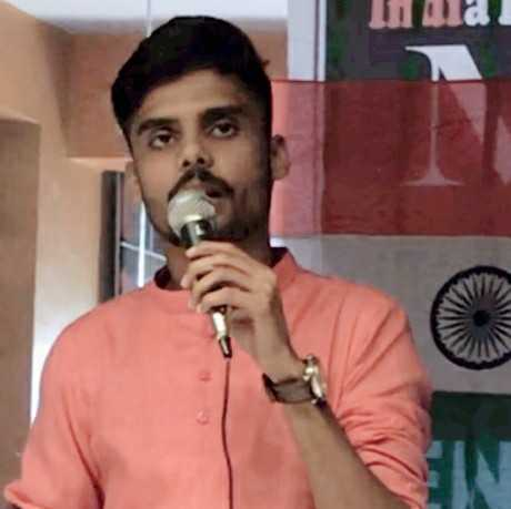 Priyankur Shukla जुगनुओं की भीड़ में ,हम आफताब लेकर निकले। पागल थे जो ख़ुदग़र्ज़ ज़माने में, हम ख़्वाब लेकर निकले।