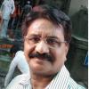 Ajay Keshari पश्चिमी बिहार के एक छोटे शहर, डुमरांव में फरवरी 1957 में जन्म और वहीँ स्नातक तक शिक्षा. पुस्तकीय पढ़ाई में विशेष रूचि कभी नहीं, बल्कि जीवन में धंसकर उसे पढ़ने-समझने और उसके हर पल को जीने की अधिक ललक. डुमरांव की मिट्टी, उसकी भोजपुरी बोली, उसकी हवा की गंध मेरी स्मृति और मेरे अस्तित्व में व्याप्त. वर्त्तमान में पटना में ज़मीन-जायदाद के क्रय-विक्रय के व्यवसाय में संलग्न. लेखन से एक पेशेवर लेखक की तरह जुड़ाव नहीं. आस-पास घट रही घटनाओं, देश की राजनितिक उथल-पुथल तथा चारो ओर फैली हुई ज़िन्दगी की घमासान के बीच, लेखन स्थितियों के प्रति मेरी एक प्रतिक्रिया है