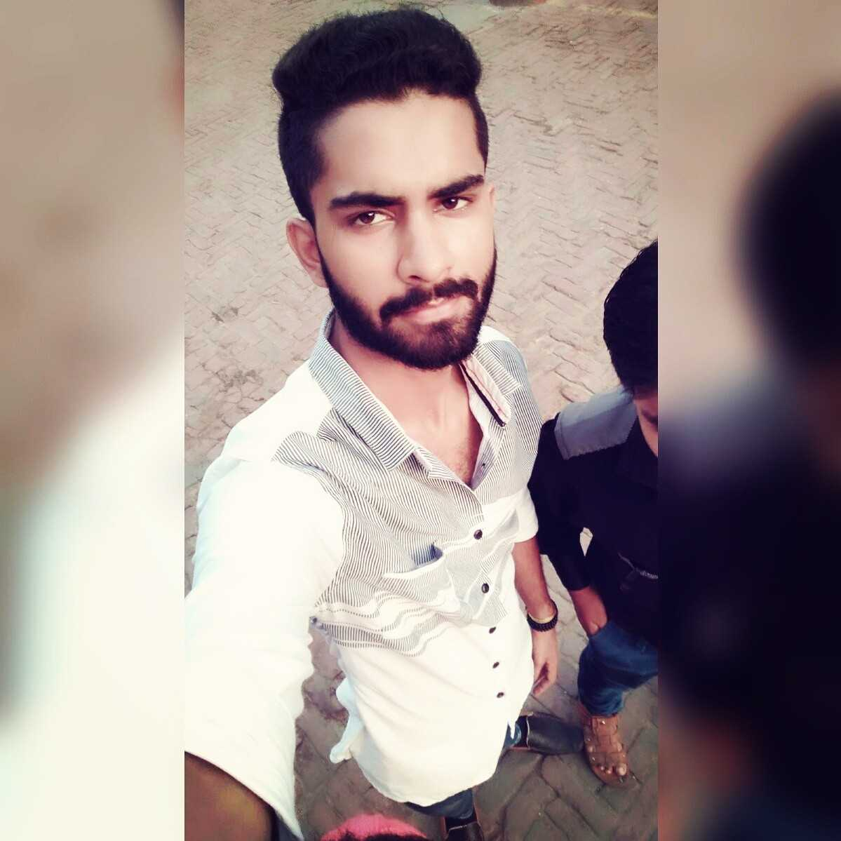 Sarsij Pandey #CSE ENGINEER Simple & Straight forward #kanha_ji_lover #beard_lover nd hn thoda #emotional