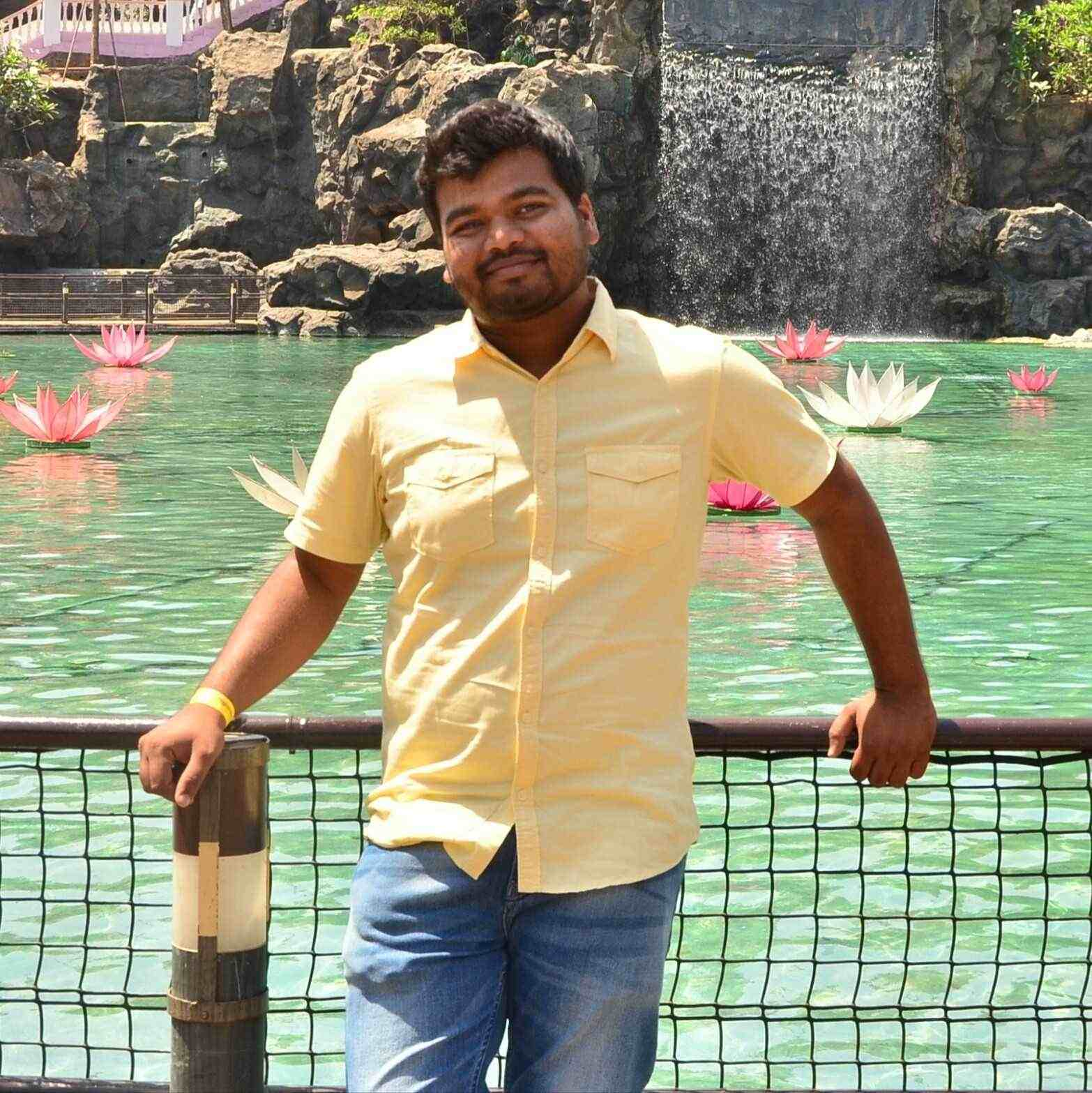"""S.M. Bhatia """"Civil Engineer"""" हू पर लिखना मेरी हॉबी है, अपने जज्बातों से लोगो के दिलो को छूने की कोशिश है।"""
