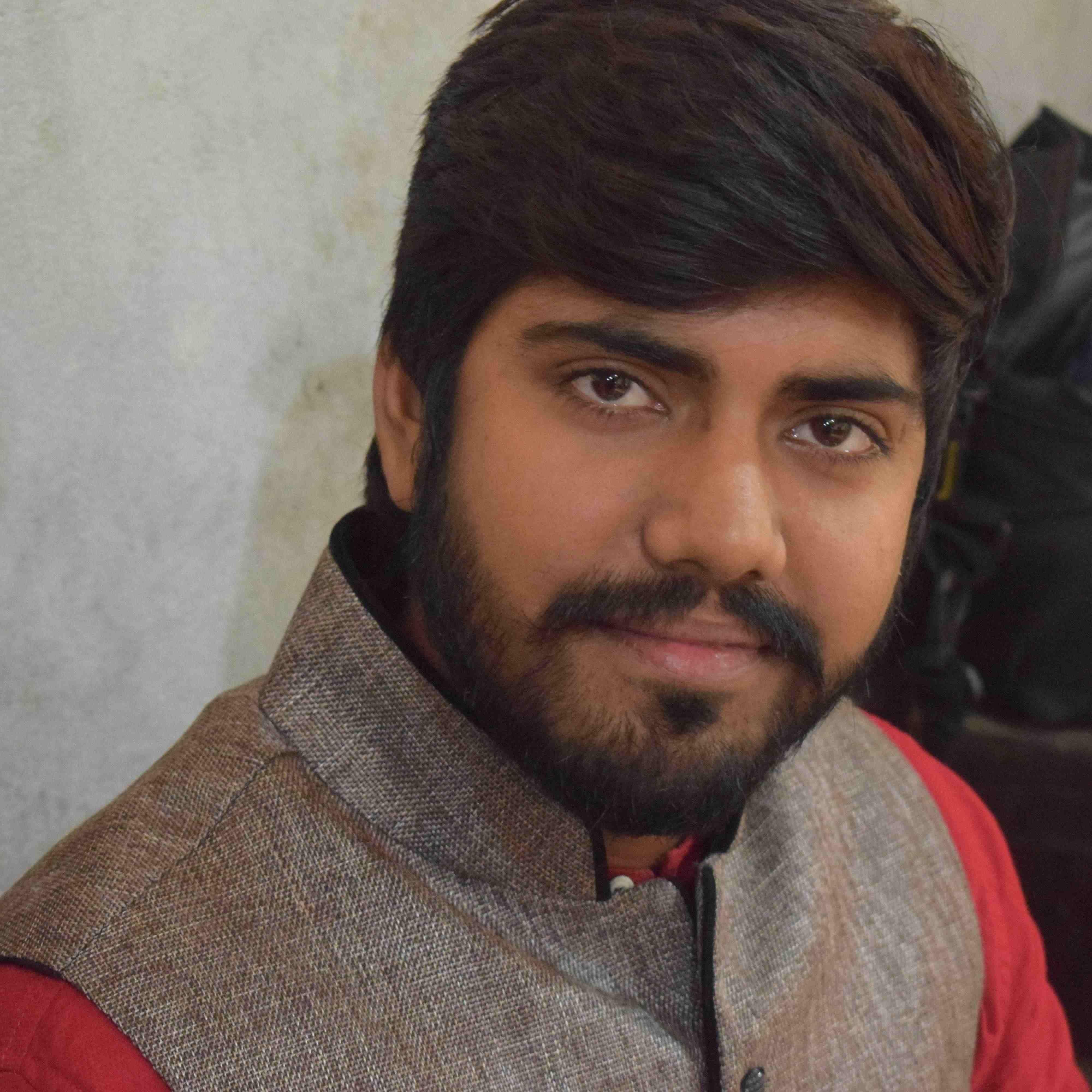 Shree Nivas Singh वक़्त की हर पहलू को मैं सोच रहा , मैं खुद क्या हूँ बस यही खोज रहा ।।