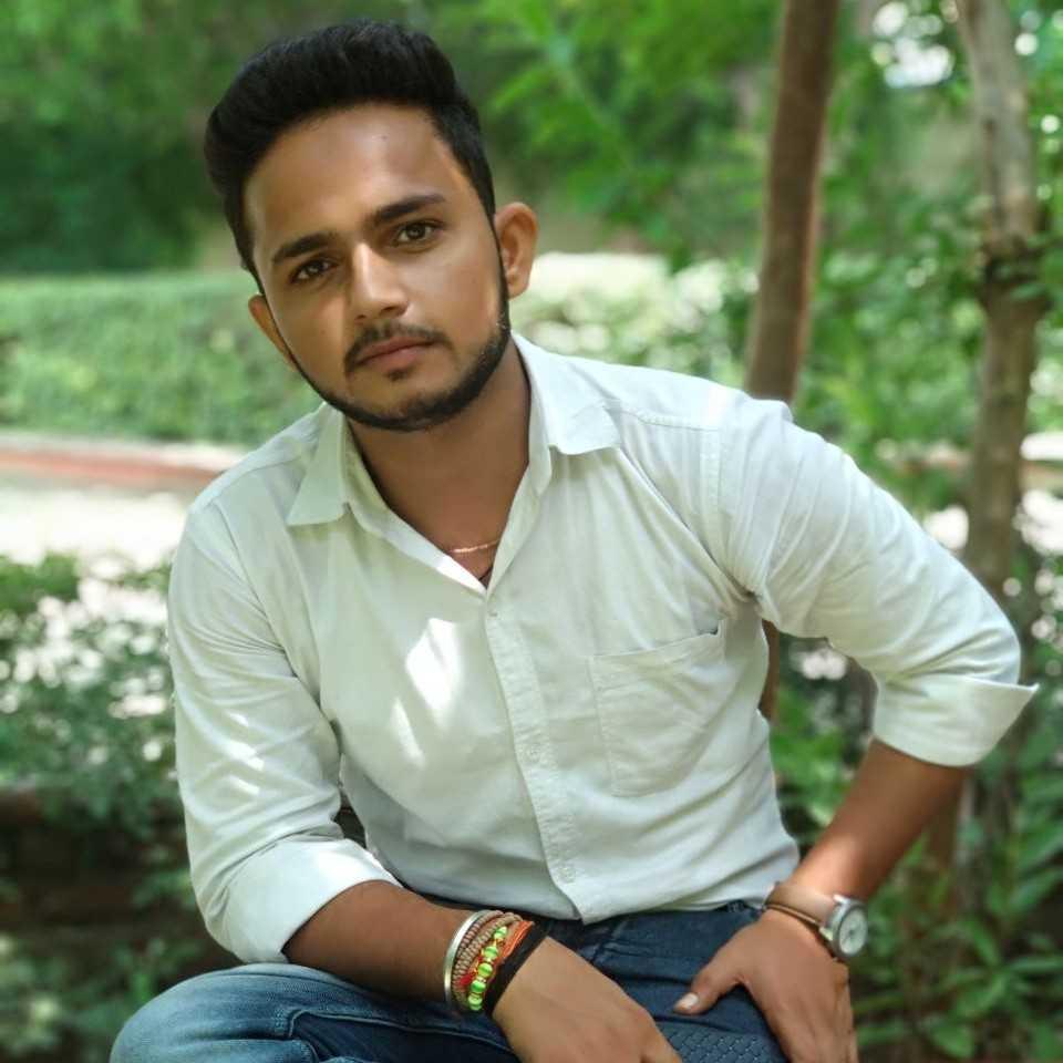 Er Anand shigaf (Annu ) यह कह के  बद्लो से मेरी आख भर गयी  बरसो.या ना वरसो  मेरी प्प्यास मर गई