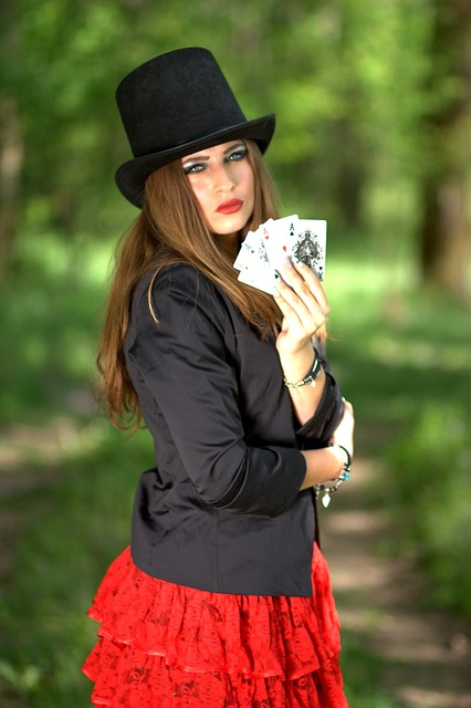 जुआरी और प्रेमी...!!  सच में हारने के लिए ही खेलते