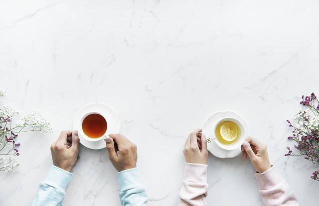 मिलो कभी चाय पर ,, फिर किस्से बुनेगे    तुम खामोशी