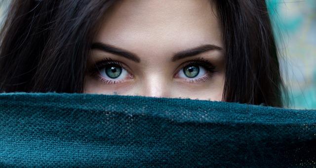 उसके आंखों के आगे हर शबाब फिका लगता हैं वो जब भी च