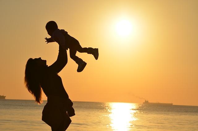जन्नत माँ के पैरों सा इस दुनिया मे क्या होगा,