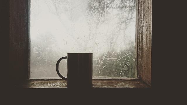 मिलो कभी चाय पर, फिर किस्से बुनेंगे। तुम खामोशी से