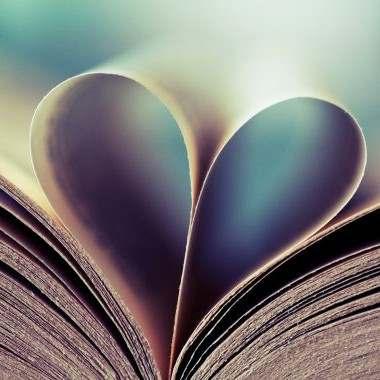 हम तो एक खुलीं किताब हैं  जो पढ़े उसके लिये समंदर..