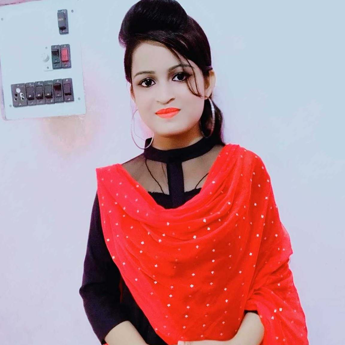 A girl look more beautiful in indian look
