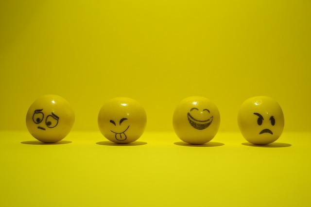 जरूरी नही जो मुस्कराह रहा है वो खुश हो