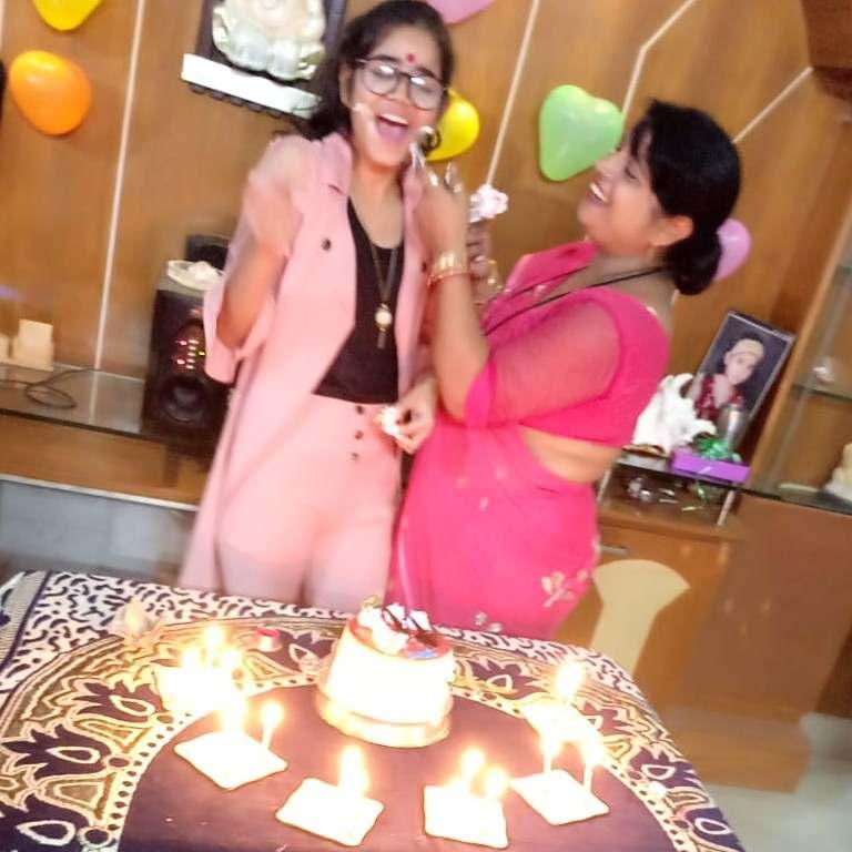 जन्म दिन की ढेर सारी शुभकामनाएं अर्ज किया है👍  माम