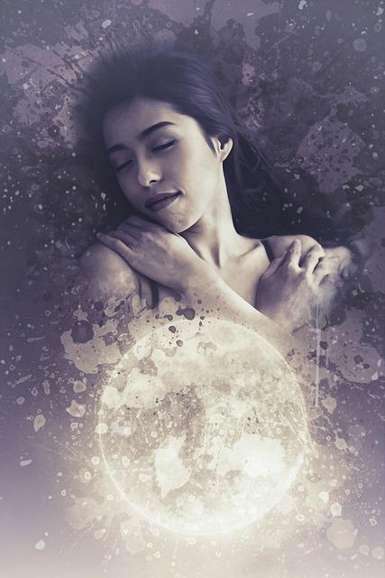 अाज चाँद मेरा खुले अासमान में लेटा है। कोई देख न ल
