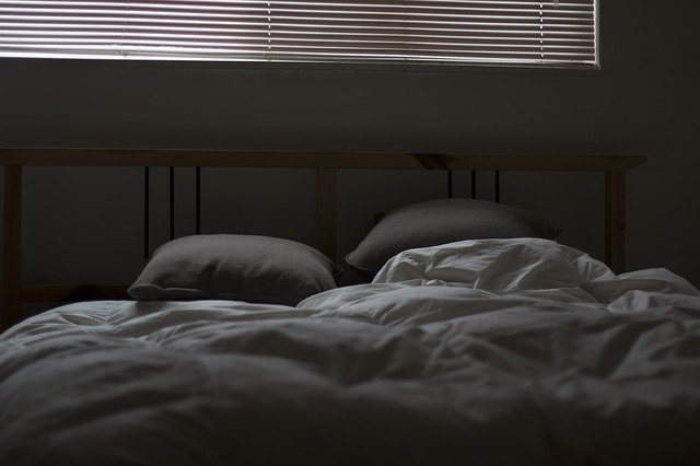 जनाब, उसकी याद मुझे इस कदर सताती है, कि मेरी नींद