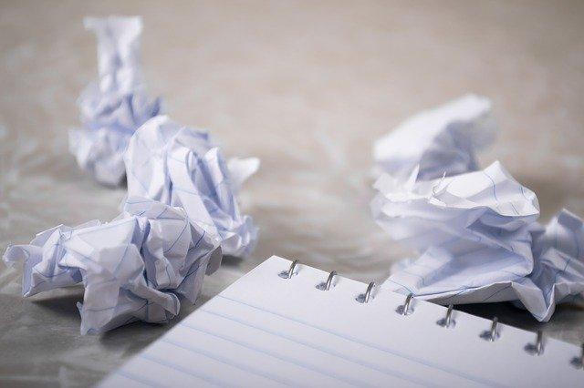 यूँ फेंककर कागज की तोहिन ना कर ए गालिब..... आजकल स